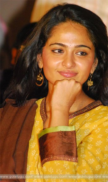 anushka same as naresh
