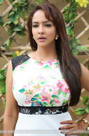 Manchu Lakshmi sing a song for Dongata