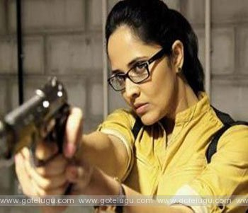 anasuya  act police roll in kshanam movie